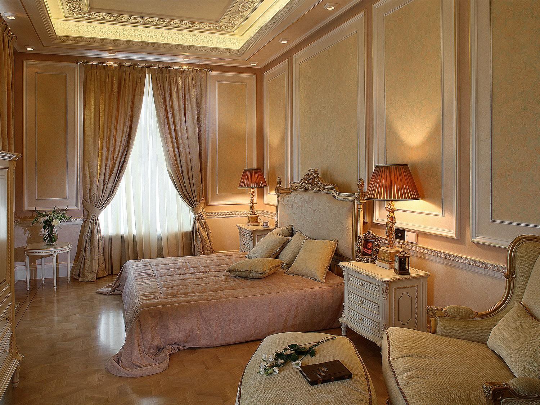Бежевые тона в интерьере классической спальни