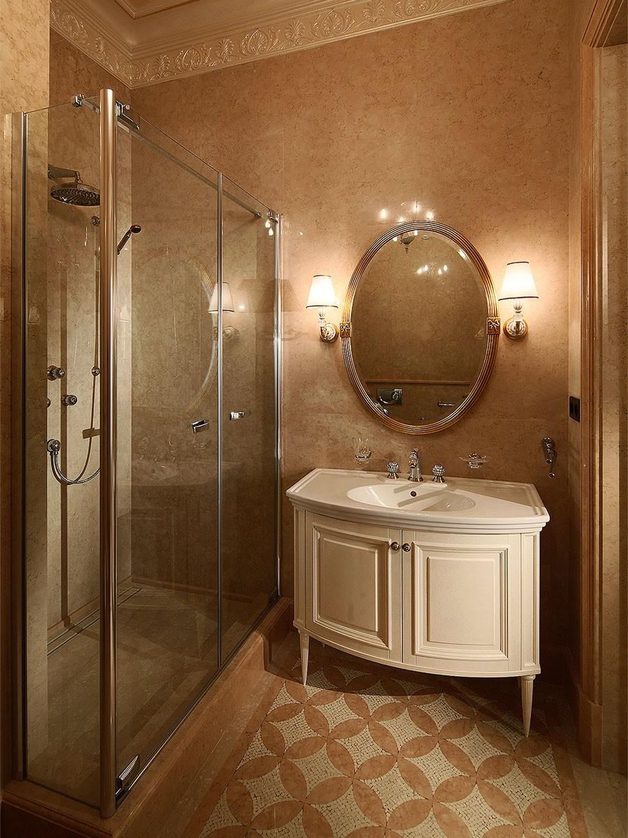 Интерьер классической ванной комнаты с мрамором rosa perlino